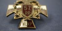 57 Pułk Piechoty odznaka pułkowa wzór 3 wersja żołnierska